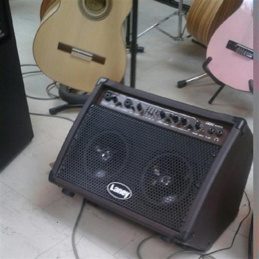 Gitarrförstärkare akustisk