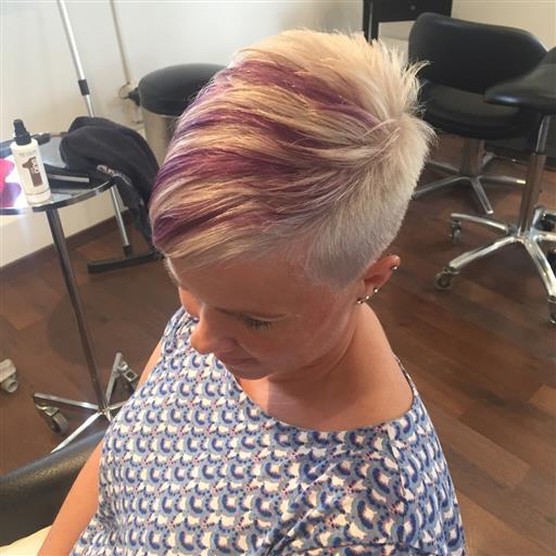 Blond med lila effekter:)