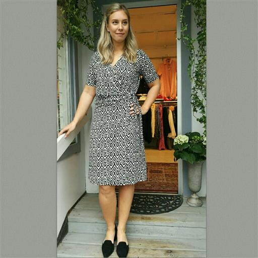 Bianca wrap dress från Holebrook