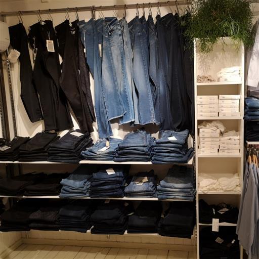 Jeans i långa banor